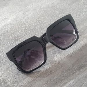 Accessories - Black Boxy Classic Sunglasses